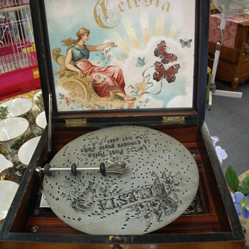 Antique Celesta Music Box - Music
