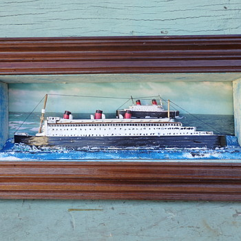 Queen Mary Queen Elizabeth passing mid Atlantic in the 1950s - Toys