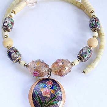 Vintage Cloisonne & Shells Necklace - Costume Jewelry