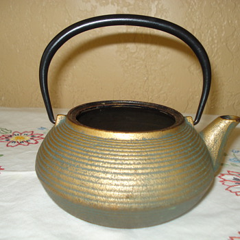 HEAVY METAL TEA POT - Kitchen