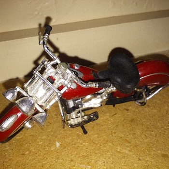 my favorite 1948 Indian chief Knucklehead die cast toy motorcycle by Maisto - Motorcycles