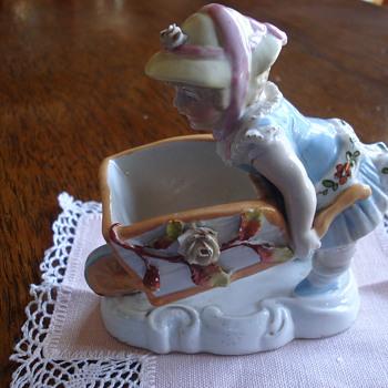 A fairing Conta & Boheme figurine