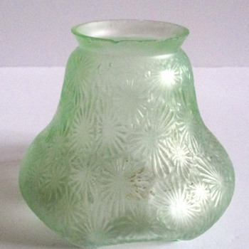 KRALIK LEAF DECOR SHADE, DOCUMENTED - Art Glass