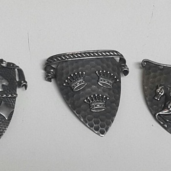 Antique Brooches - silver metal - Scottish?