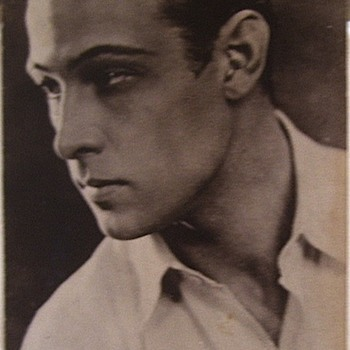 VALENTINO==PHOTO TAKEN IN THE 1920s. - Photographs