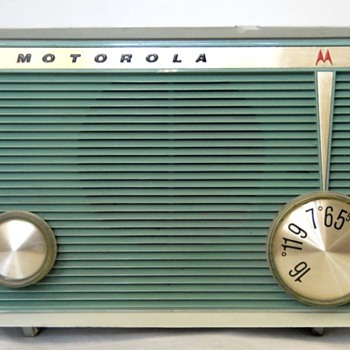 1962 Motorola Model A16G Tube Radio - Radios