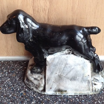 R. R. Thompson Ltd. Malden Ware. Dog on an advertising plinth.