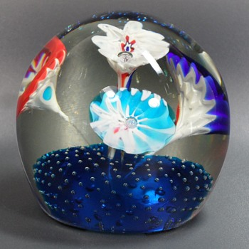 Fratelli Toso ~ Trumpet Flower Paperweight - Art Glass