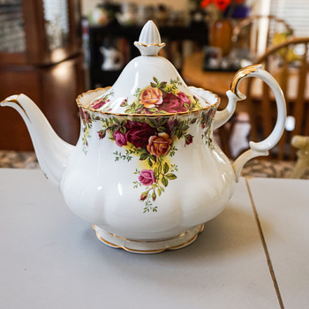 Royal Albert Old Country Roses Tea Pot - China and Dinnerware