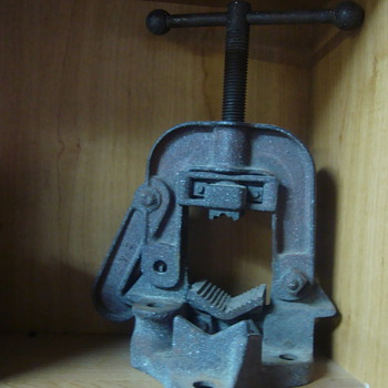 pipe vise  - Tools and Hardware