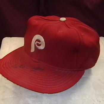 Game Used Pete Rose Autographed Philadelphia Phillies Cap - Baseball