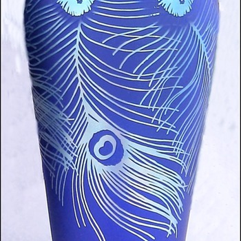 Fenton Favrene Iridescent Peacock Feathers Vase. - Art Glass