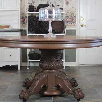 1890s 'Chicago School' Large Round Oak Claw Footed Table - Furniture