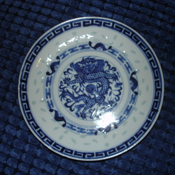 A BLUE AND WHITE 'DRAGON' BOWL KANGXI  MARK? 1920'S