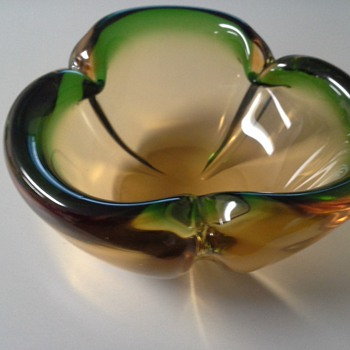 pretty bowl - Art Glass