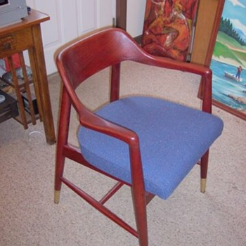 Another great MCM chair with original upholstery - Furniture