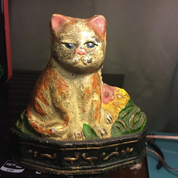 Cast Iron Cat doorstop AC? On bottom