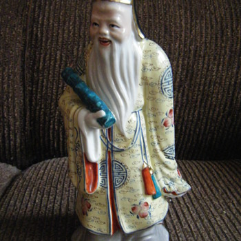 CHINESE PORCELAIN FIGURE - Asian