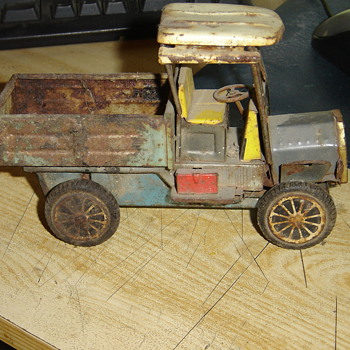 Old 1950s friction truck - Model Cars
