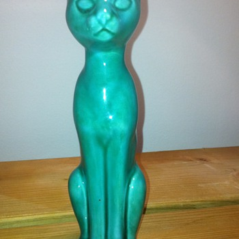 Glazed Cat model number AP 179 ENGLAND - Art Pottery