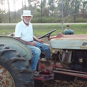 Just A Fine Neighbor With A Fine Tractor!!! - Tractors