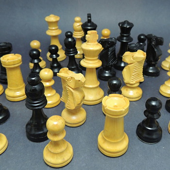 Staunton-Style Chess Pieces - Games