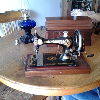 my 1886 Singer Sewing Machine - Sewing
