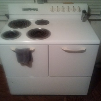 old but a goodie. ge stove - Kitchen