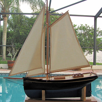 Turn of the century lead keel pond boat - Toys