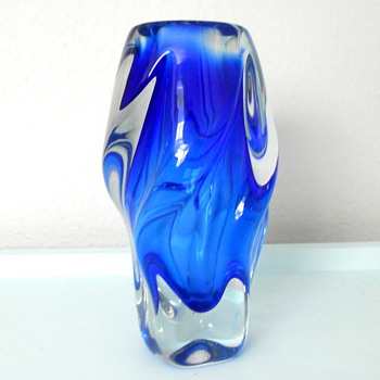 Another mystery piece of glass! - Art Glass