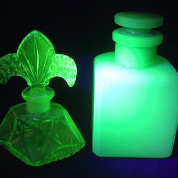 Two Art Deco (Showa era)  Japanese uranium green perfume bottles - Glassware