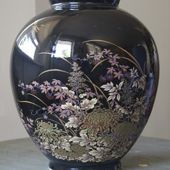 Japanese Vase...... - Art Pottery