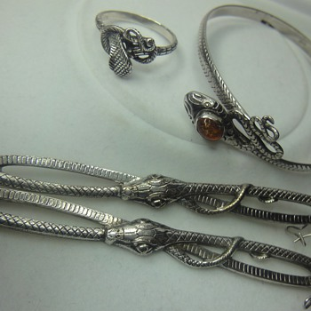 Sssss.. Silver sssss Snakes, bracelet, ring, earrings - Fine Jewelry