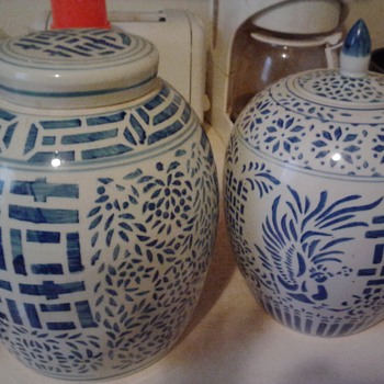 2 antique ginger jars blue and white - China and Dinnerware