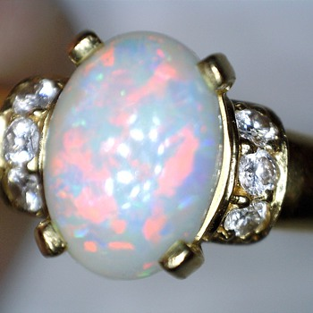 Brasil 18K Opal and brilliant yellow gold ring