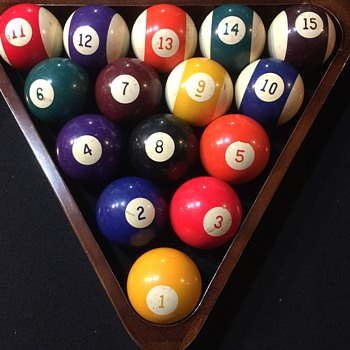 Vintage Billiard Balls the numbers are Sideways????? - Games