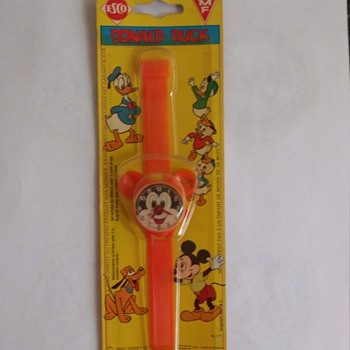 "Switched Packaging Toy Donald/ Mickey Watch ""Error"" Piece"