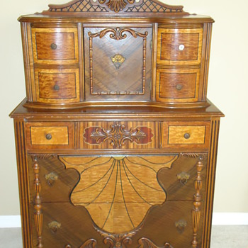 Please help me identify this chest of drawers