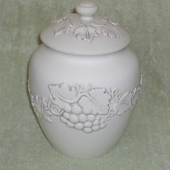 Inspirado Cookie Jar - China and Dinnerware