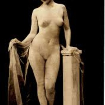 Postcard Representing Art Statues, Actress Signature Under Her Feet.Real Live Statue.