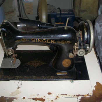 Singer Sewing Machine - Sewing