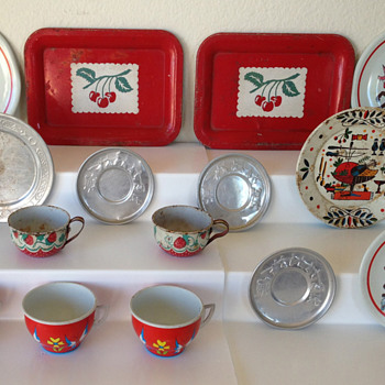 Vintage Ohio Art Children's Tin Dishes