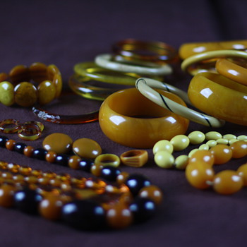 Yellow bakelite - Costume Jewelry