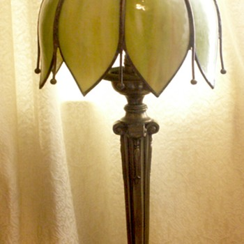 Green-Cream Slag tulip brass lamp with long tails between petals.....