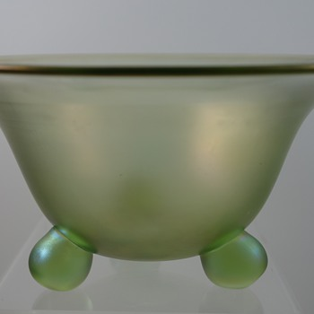 Loetz Olympia Ball footed bowl, PN III-616, ca. 1918 - Art Glass