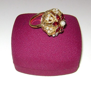 Sarah Coventry Ring - Costume Jewelry