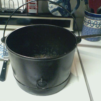 Piqua's Favorite Ware 8 Cast Iron Cauldron w/ Bale Ring 'Smiley Logo'