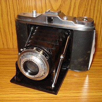 Agfa Isolette I and 1958 Agfa Color - Apotar Silette - LK cameras