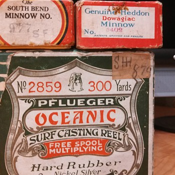 Antique Pflueger oceanic reel and antique lures found at garage sale.Thank you if anyone can help tell me when these were made. - Fishing