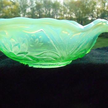 Fenton Opalescent Vaseline Bowl - Art Glass